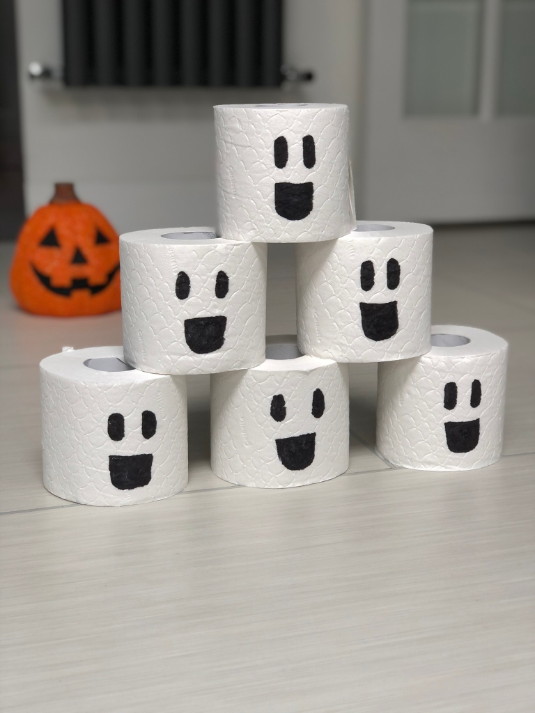 toilet roll Halloween game